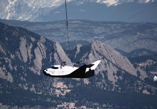 Dream Chaser captive carry flight