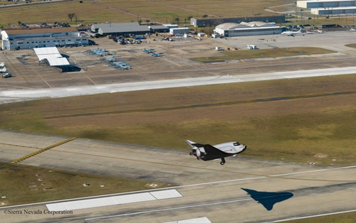 Dream Chaser landing at Ellington